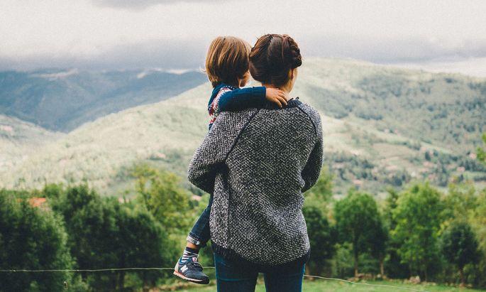 Alleinerziehende bekommen mehr Geld für ihre Kinder.