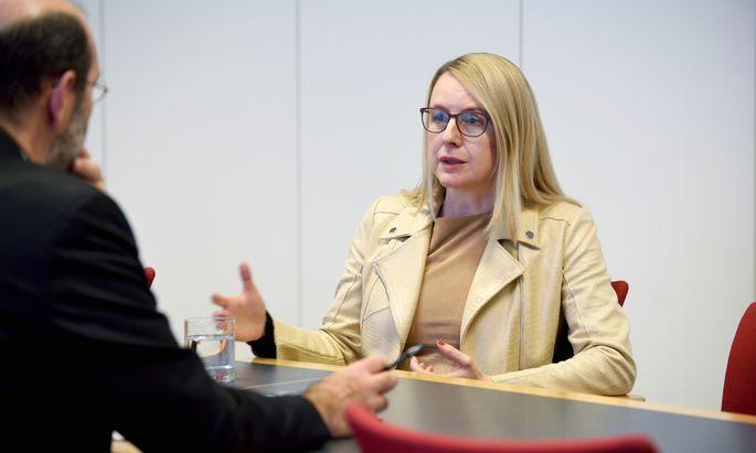 Margarete Schramböck will die Meldeverpflichtungen für heimische Unternehmen vereinfachen.