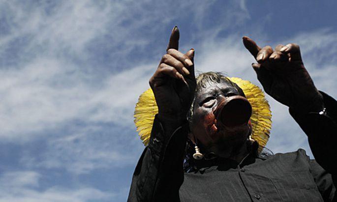 Die am Xingu-Fluss lebenden Indios laufen Sturm gegen den Kraftwerksbau.