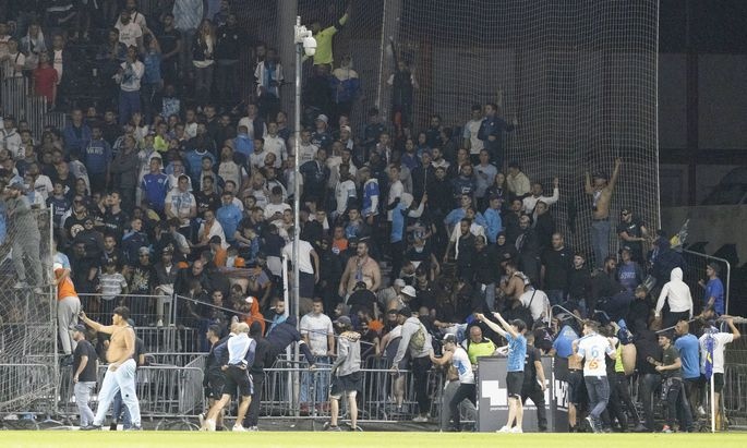 Marseille s supporters invade the field after the French L1 football match between Angers (ASCO) and Marseille (OM), at