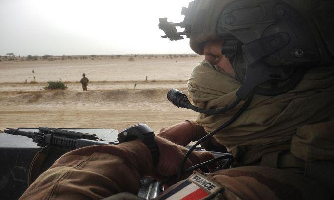 Seit acht Jahren versuchen französische Soldaten in den fünf Staaten der Sahelzone von Mauretanien bis zum Tschad den Islamismus einzudämmen und die Stabilität der Region zu sichern.
