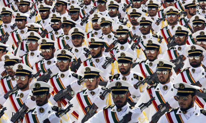 """Die iranische Führung bezeichnet die Revolutionsgarden als """"Stolz der Nation"""", Washington will die Elitetruppe als Terrororganisation brandmarken."""