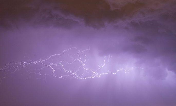 Erreicht ein Sturm eine Ausdehnung von hundert Kilometern, spricht die Wissenschaft von einem mesoskaligen konvektiven System.