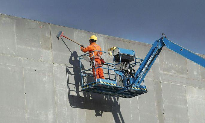 Der Ausbau schafft in Villach 400 Arbeitsplätze im neuen Werk und 350 Arbeitsplätze im neuen Forschungs- und Entwicklungsgebäude.