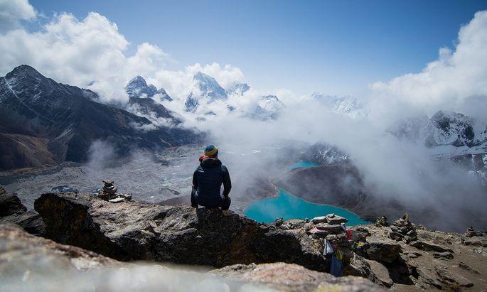 Am Gokyo-See in Nepal – fast 5000 Meter über dem Meer – reicht die dünne Luft nur höhengewohnten Wanderern.