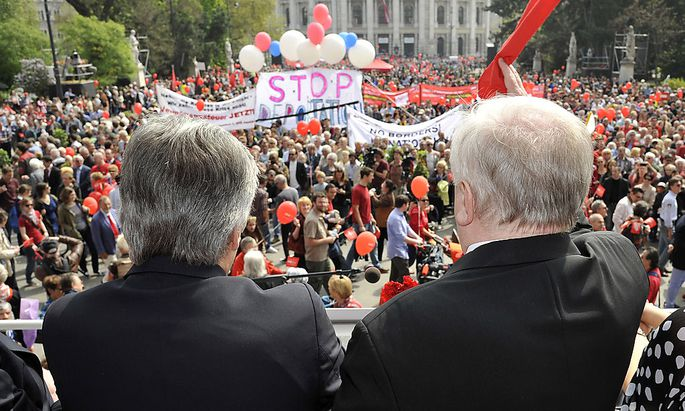 Kanzler Faymann und Bürgermeister Häupl beim Maiaufmarsch 2014