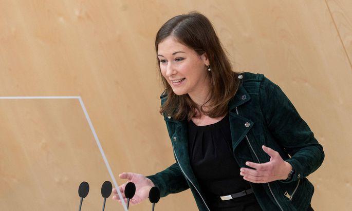 Die Nationalratsabgeordnete wurde mit 94,39 Prozent gewählt. In ihrer Antrittsrede übte sie Kritik an der Opposition.