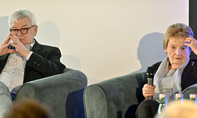 Alte Freunde: Deutschlands Ex-Außenminister Joschka Fischer trifft seine frühere US-Amtskollegin Madeleine Albright in Wien.