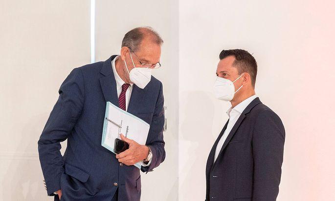 Bildungsminister Heinz Faßmann und Gesundheitsminister Wolfgang Mückstein bei der gemeinsamen Pressekonferenz.