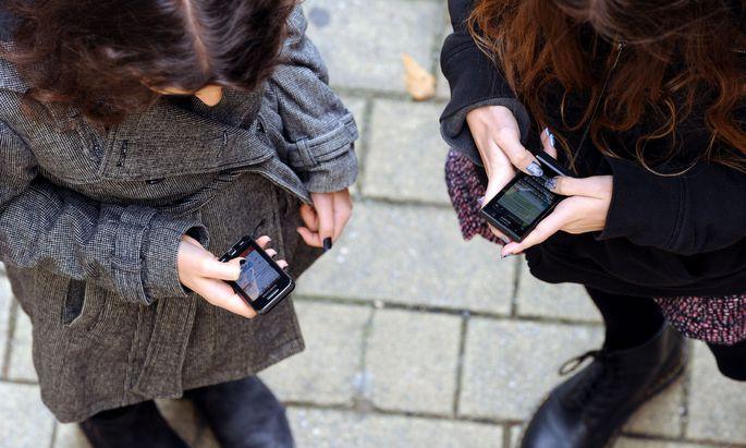 Ab sofort können die Handys von Asylwerbern durchsucht werden.