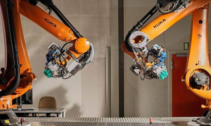 Vorfuehrung Industrie Roboter der Firma KUKA gefertigt fuer die DLR bei einem Presse Termin in der N