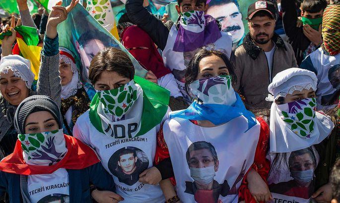 Anhänger der HDP protestieren in Istanbul.