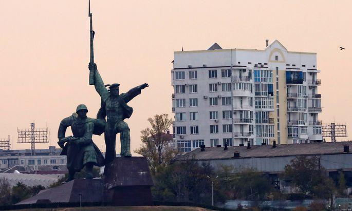 CRIMEA RUSSIA � NOVEMBER 4 2017 A Soldier and Sailor monument in Sevastopol Sergei Malgavko TASS