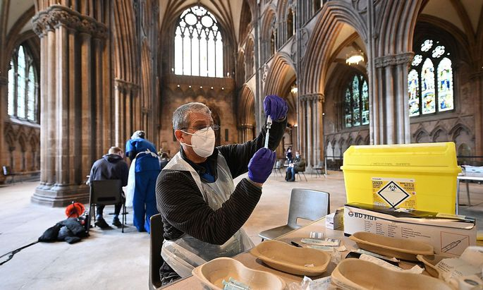 BRITAIN-HEALTH-VIRUS-VACCINES