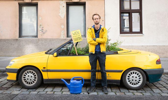"""""""Wenn man in Wien ein Hochbeet im öffentlichen Raum anlegen möchte, ist die einfachste Möglichkeit, einfach ein Auto darunterzustellen"""", sagt Schwarz."""