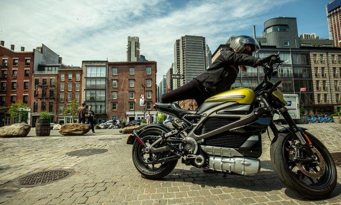 Jung, urban – und kaum die Zielgruppe für Harleys gar teure Live Wire: Das E-Modell spielt bei der Sanierung der Marke keine Rolle mehr.