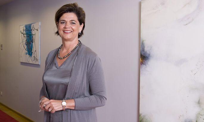 =Bettina Glatz-Kremsner wurde zur Generaldirektorin der Casinos Austria bestellt. Der Chefposten eines staatlich streng regulierten Konzerns ist allerdings nicht mit ihrer Funktion als stellvertretende ÖVP-Obfrau vereinbar. Deshalb wird sie ihr politisches Amt zurücklegen.
