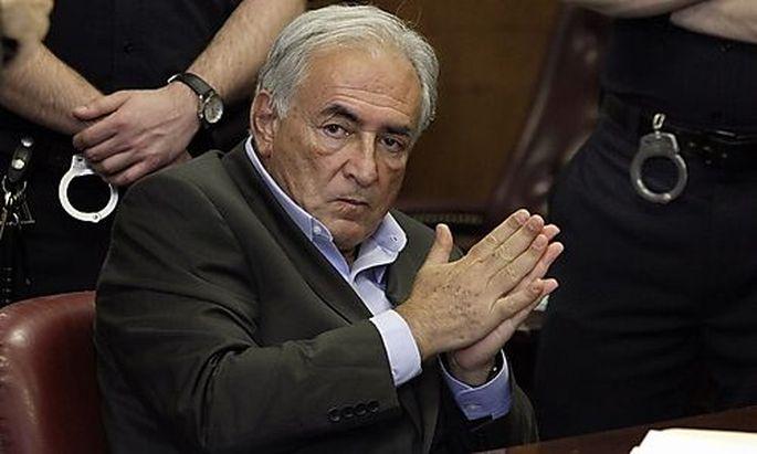 Dem Ex-IWF-Chef Dominique Strauss-Kahn wird die Anklageschrift verlesen