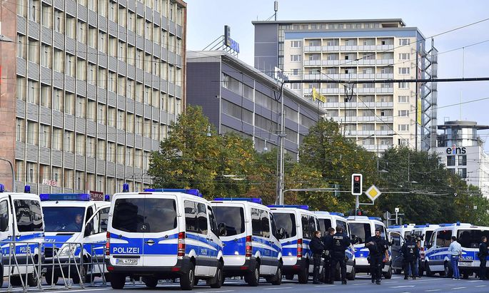 Die Polizei war auch Freitagabend bei mehreren Kundgebungen in Chemnitz gefordert.
