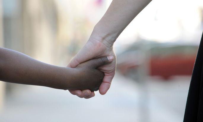 Gebt's euch die Hand und seid's wieder gut! Es war die Scham, die Eltern als Vermittler gebraucht zu haben, um einen Streit zu beenden.