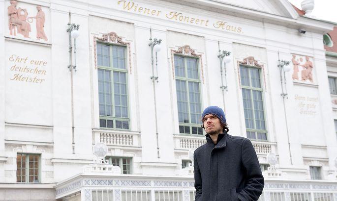 Matthias Kranebitter vor dem Wiener Konzerthaus
