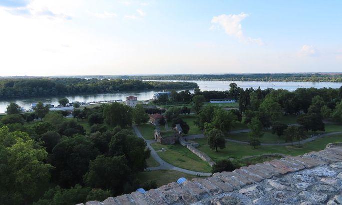 Ausblick von der Festung von Belgrad über die Mündung der Save bis zur Donau: Auch hier liegen Messstellen der Forscher.