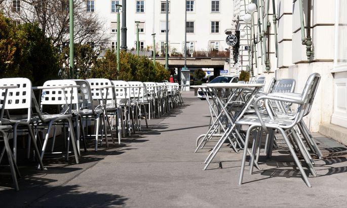 Kaffeehäuser und Restaurants können auch in nächster Zeit nicht mit Gästen rechnen.