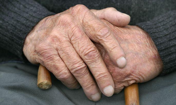 Einige Bezieher von Zusatzpensionen müssen seit Jahren mit Pensionskürzungen leben.