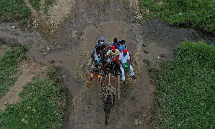 Haitianische Migranten auf dem beschwerlichen Weg von Kolumbien über Panama nach Mexiko. Es lockt das Dorado USA.