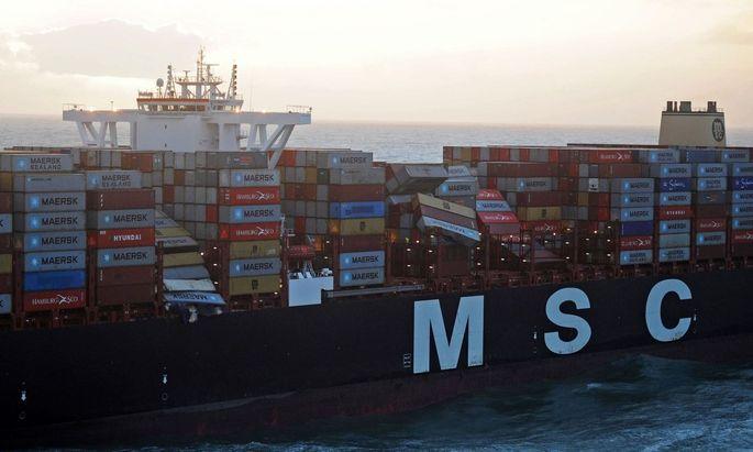 Zunächst wurden 30 verlorene Container vermutet, insgesamt waren es dann bis zu 270 Container