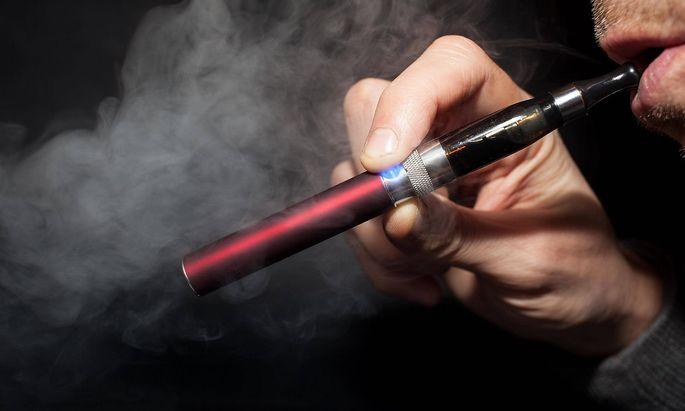 Elektronische Zigarette Gosselies Belgien Europa Copyright imageBROKER christophexvandercam iblc