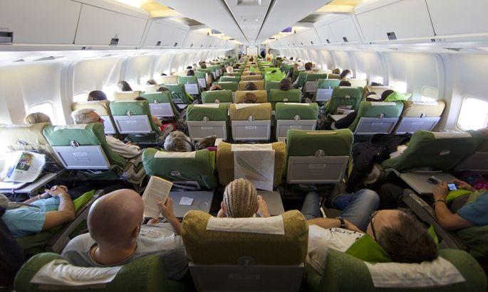 Nein, das Fliegen in der Economy-Klasse bietet kein tolles Reiseerlebnis mehr. Dabei gäbe es genug kreative Ideen, das zu ändern.