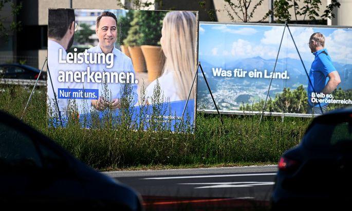 Ob ÖVP-Landesparteichef Thomas Stelzer (auf dem Plakat rechts) weiter mit FPÖ-Landesparteichef Manfred Haimbuchner (auf dem Plakat links) regieren will, ist offen.