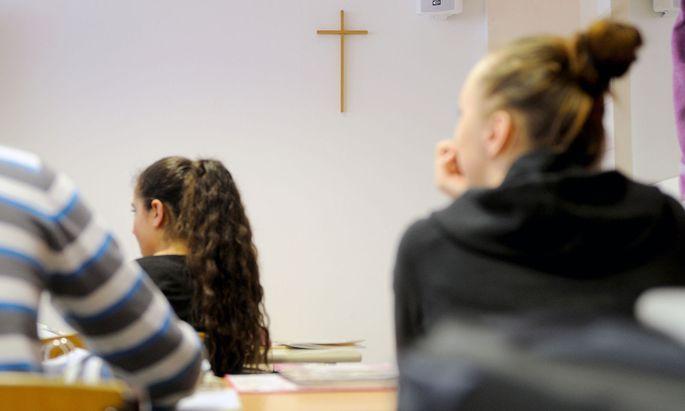 Das Kreuz ist nicht nur ein Glaubenssymbol, sondern auch ein säkulares, die abendländische Geistesgeschichte vergegenwärtigendes Symbol.