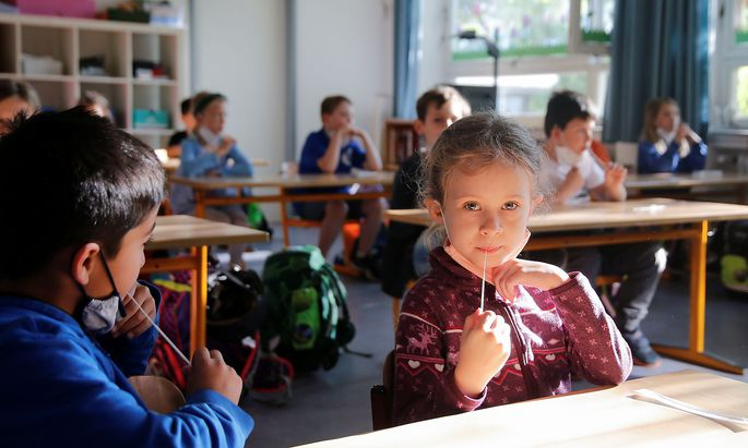 Students return to regular presence schooling, amid the spread of COVID-19, in Duesseldorf