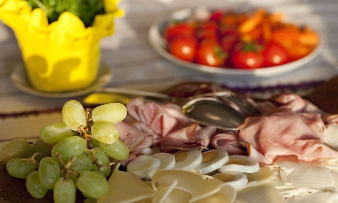 Osterjause Easter snack BLWX099698 Copyright xblickwinkel McPhotox FotoxBegsteigerx