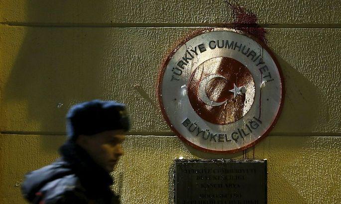 Verstimmungen zwischen Russland und Türkei: Russen attackierten die türkische Botschaft in Moskau.