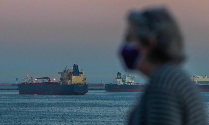 Ein Symptom der Krise: Öltanker, soweit das Auge reicht.