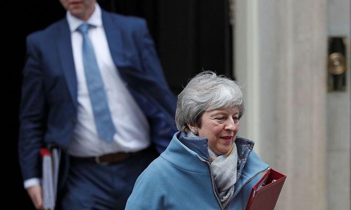 """Wie lange hält Theresa May das """"Chicken Game"""" mit dem Parlament und der EU noch durch?"""