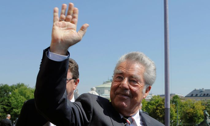 Austria´s President Fischer waves as he leaves the Parliament after his retirement ceremony in Vienna