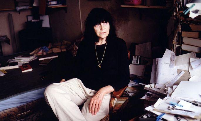 """""""Meine Bücher handeln nicht. Es sind Seelenbücher"""", sagt Friederike Mayröcker."""