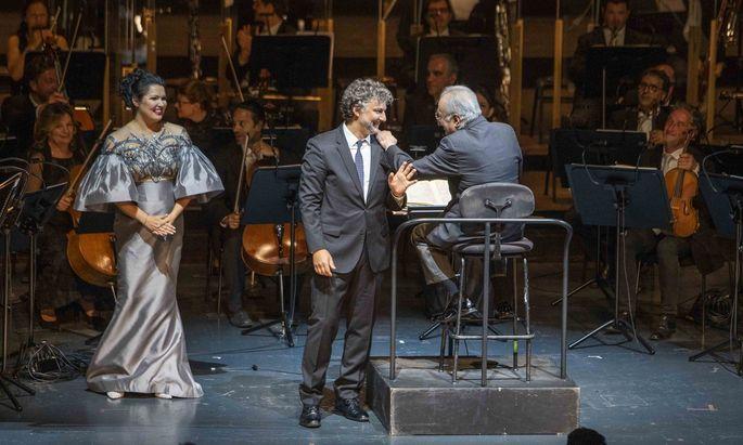 Im Großen Festspielhaus umjubelt: Anna Netrebko als Tosca, Jonas Kaufmann als Cavaradossi.