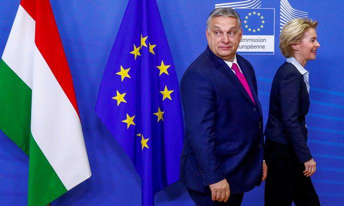 FILE PHOTO: Hungarian Prime Minister Viktor Orban meets European Commission President Ursula von der Leyen in Brussels