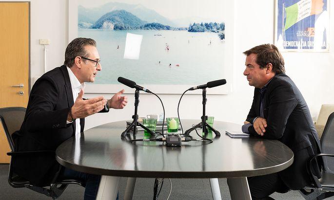 """Heinz-Christian Strache zu Besuch im Büro von """"Presse""""-Chefredakteur Rainer Nowak."""