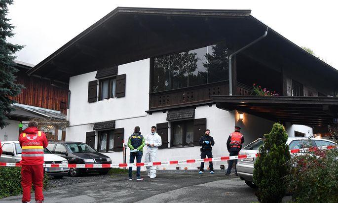 In diesem Tiroler Einfamilienhaus hat ein 25-Jähriger fünf Menschen erschossen – mit der legalen Waffe seines Bruders.