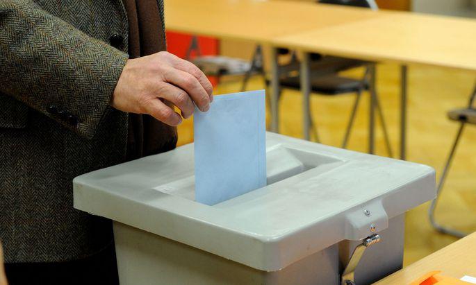 In Oberösterreich wird in einem Monat gewählt. Was, wenn ich am Wahltag verhindert bin? Und wie war das noch einmal mit den Vorzugsstimmen?