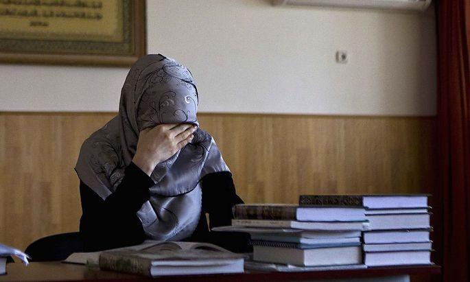 Archivbild: Eine Studentin in einer Vorlesung für islamisches Recht in der tschetschenischen Hauptstadt Grosny.