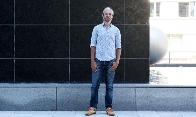 Befasst sich mit irdischen und außerirdischen Daten: Softwareingenieur Thomas Ortner vom Zentrum für Virtual Reality und Visualisierung.
