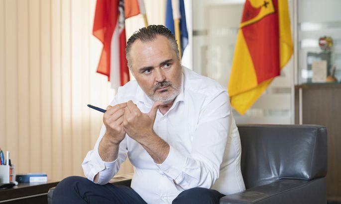 Hans-Peter Doskozil hat angegeben, dass unter ihm als Verteidigungsminister kein FPÖ-Verein Geld bekommen hat. Das wird nun hinterfragt.