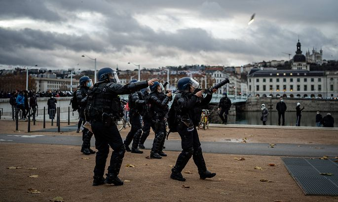 FRANCE - DEMONSTRATION AGAINST THE GLOBAL SECURITY LAW IN LYON Police firing tear gas grenades with cougar launchers du